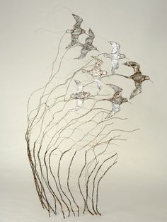 Celia Smith works with recycled wire to make stunning bird and animal sculptures and is one of Skills in the Making (NSEAD) very popular makers. Sculptures Céramiques, Bird Sculpture, Sculpture Ideas, Mobile Sculpture, Abstract Sculpture, Bronze Sculpture, Copper Wire Art, Copper Artwork, Metal Artwork