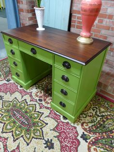 Best Garden Decorations Tips and Tricks You Need to Know - Modern Green Painted Furniture, Funky Furniture, Refurbished Furniture, Paint Furniture, Repurposed Furniture, Furniture Projects, Custom Furniture, Furniture Making, Vintage Furniture