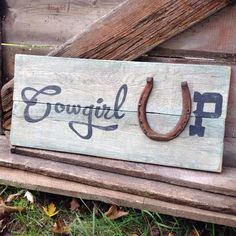 Horseshoe Wall Decor to buy or DIY - Cowgirl Magazine