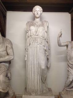 Stående Hera med kappe over skuldrene. Græsk klassisk ca. 420 fvt. Romersk kopi