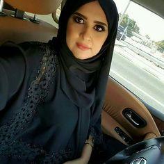 Hijab Niqab, Hijab Outfit, New Abaya Style, Abaya Designs Dubai, Aunty Desi Hot, Aunty In Saree, Modern Hijab, Muslim Beauty, Beautiful Muslim Women