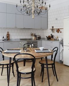 Chandelier and thonet chairs 👌 From Fantastic Frank  Apartment Kitchen, Kitchen Interior, Kitchen Decor, Living Room Styles, Living Room Decor, Compact Dining Table, Dining Room Inspiration, Scandinavian Interior, Cool Kitchens