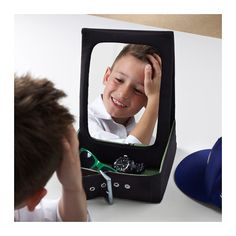 BETRAKTA Stol zrkad s ul priest IKEA Stolové zrkadlo má praktický úložný priestor na vaše šperky, lak na vlasy a doplnky.