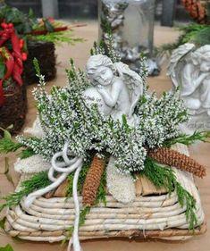 Small arrangement with heather, pinecones and an angel. Casket Flowers, Grave Flowers, Cemetery Flowers, Funeral Flowers, Funeral Floral Arrangements, Flower Arrangements, Centerpiece Decorations, Xmas Decorations, Funeral Caskets