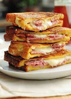 Recipe For Monte Cristo Sandwich - Ham and cheese never looked so good. Try this easy Monte Cristo Sandwich for breakfast, lunch or dinner. Think Food, I Love Food, Good Food, Yummy Food, Soup And Sandwich, Sandwich Recipes, Grilled Sandwich, Easy Dinner Recipes, Easy Meals