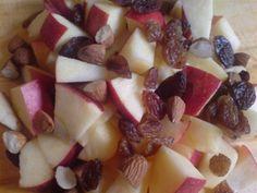 """Dessert """"Bratapfel in der Tasse"""" Fruit Salad, Food, Cool Desserts, Christmas Cooking, Fried Apples, Almonds, Apple, Fruit Salads, Essen"""