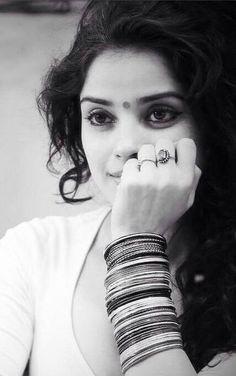 Take a look at the exclusive stills of Actress Piaa Bajpai. Indian Photoshoot, Saree Photoshoot, Wedding Photoshoot, Girl Photo Poses, Girl Poses, Photography Poses Women, Fashion Photography, Photoshop Photography, Photography Ideas