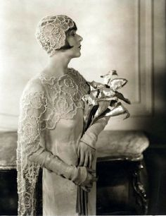 1920's- Flapper bride with gold calla lilies
