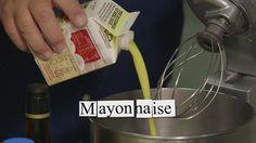 Opskrift på hjemmerørt mayonnaise af brødrene Price. Mayonnaisen kan eksempelvis tilsættes forskellige smagsgivere som urter og krydderier.