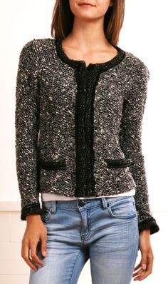 Classic, casual chic - Chanel-look boucle jacket, boyfriend jeans. Like the mix of dressy and casual. Fashion Moda, Look Fashion, Fashion Outfits, Womens Fashion, Mode Style, Style Me, Casual Outfits, Cute Outfits, Work Outfits