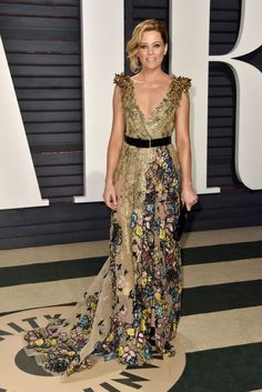 Actress Elizabeth Banks stunned in a V-neck dress at the Vanity Fair Oscar Party. The light olive green gown had it all ...