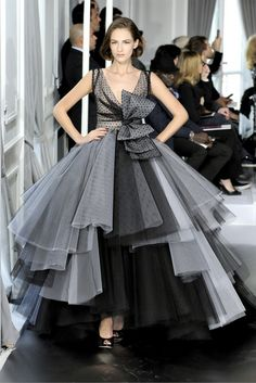 Celebrities who wear, use, or own Christian Dior Spring 2012 Couture Monochrom Silk Layer Gown. Also discover the movies, TV shows, and events associated with Christian Dior Spring 2012 Couture Monochrom Silk Layer Gown. Dior Haute Couture, Christian Dior Couture, Style Couture, Couture Fashion, Runway Fashion, Fashion Show, Fashion Design, Christian Lacroix, Fashion Spring