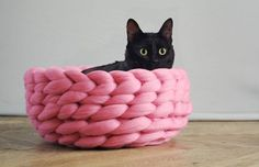 A handmade knitted cat bed made from soft merino yarn. Pink chunky wool was used to create this cosy pet bed. By Ohhio Arm Knitting, Knitting For Kids, Knitting Needles, Chat Crochet, Stitch Crochet, Cat Cave, Knitted Cat, Chunky Blanket, Dog Blanket