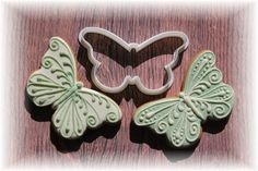 The flowers are in bloom and summertime is finally here. What better way to celebrate than with butterfly cookies, each decorated with a special design? Mesmerize everyone at your next baked event wit