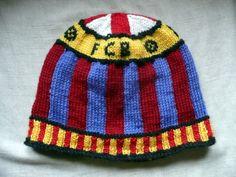 For lovers of FCBarcelona! Beanie Pattern, Lana, Ravelry, Knitted Hats, Knitting, Lovers, Soccer, Design, Tejidos