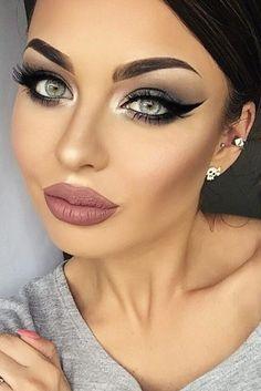 Smokey Eye Makeup Ideas For Super Sexy Look ★ See more: http://glaminati.stfi.re/sexy-smokey-eye-makeup/