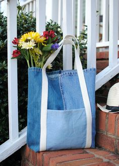 27 upcycling ideas for your old jeans! shopper bag made of jeans and . 27 upcycling ideas for your old jeans! Shopper bag made of jeans upcycling ideas sewing sewing ideas sustai Sacs Tote Bags, Denim Tote Bags, Denim Purse, Diy Tote Bag, Women's Bags, Reusable Tote Bags, Trash To Couture, Mochila Tutorial, Sewing Jeans