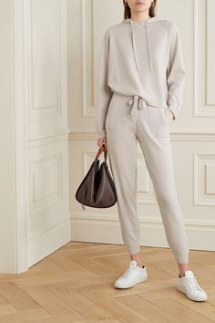 Jobs From Home Discover Light gray Wool and cashmere-blend track pants Moda Oversize, Make Up Studio, Look Fashion, Fashion Outfits, Fashion Scarves, Woman Fashion, Runway Fashion, Fashion Trends, Mode Ootd