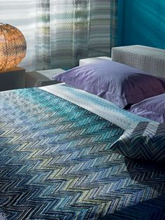Master stories: the iconic zigzags are everywhere, always different in colours or fabrics, bringing a sense of continuity. Modern Bedroom Decor, Cozy Bed, Colorful Fashion, Missoni, Interior Decorating, House Design, Colours, Pattern, Bedding