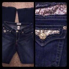 Gorgeous Mudd Sequin Glamorous Boot Cut Jeans 0 Gorgeous jeans! Dark wash, with pretty sequins. These are basically brand new without the tags. Slight stretch. Mudd Jeans Boot Cut