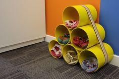 Veja como reaproveitar os tubos de pvc na decoração e montar uma sapateira para deixar tudo organizado.