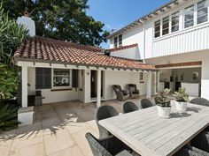 Stritt Design & Construction | Pittwater Residence Southern California Style, California Homes, Colonial Style Homes, Spanish Colonial, Alfresco Area, House Paint Exterior, Lush Garden, House Painting, Landscape Architecture