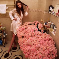 rose, flowers, and girl image Love Rose, Love Flowers, Beautiful Flowers, Beautiful Bouquets, Order Flowers, Beautiful Things, Flower Bomb, My Flower, Valentine Day Gifts