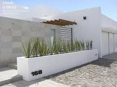 1000 images about muro lloron on pinterest water for Casas minimalistas con jardin