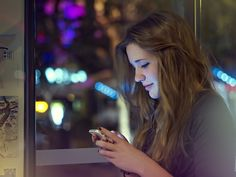 Too much screen time can be damaging to a teen's mental and physical health. Find out why. Teen News, Teen Dating, Teen Romance, Face Light, Parenting Teens, Health And Wellbeing, Girl Face, How To Introduce Yourself, Social Media