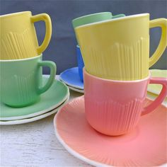 Vintage cups and saucers. Great colours. I'm not really a tea person but these are precious<3