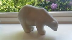 Wer weiß was über diesen Eisbären? Keramik, Glasur wie Bontjes-van-Beek-Vasen, leider keine Signatur.