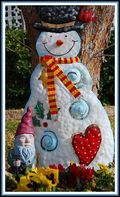 Frosty and Mr. Cama-de-Flores Gnomo by garlandcannon (on hiatus), via Flickr