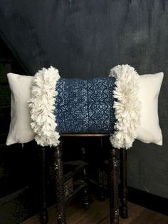 If you become stuck for ideas, you cam see this elegant mudcloth pillow design and you'll be able to get a great deal of ideas that are helpful. Boho Pillows, Diy Pillows, Decorative Pillows, Throw Pillows, Designer Pillow, Pillow Design, Knitted Cushions, Memory Pillows, Soft Furnishings