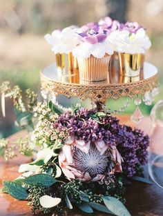 Protea is one of the latest trends in so have a look at the ideas to make your wedding super trendy! Protea bouquets are awesome and very original – Rustic Wedding Reception, Rustic Wedding Flowers, Purple Wedding, Chic Wedding, Cupcake Centerpieces, Lantern Centerpiece Wedding, Wedding Lanterns, Lavender Wedding Centerpieces, Centerpiece Ideas