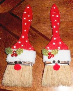 Paint Brush Santa Ornaments - Tutorial / Live Healthy with Patty. *Use small brushes to make gift tags.print PAINT BRUSH SANTA ORNAMENTS You could even add your child's name in glitter on the brush too! Christmas Crafts For Adults, Christmas Ornament Crafts, Noel Christmas, Holiday Crafts, Christmas Parties, Santa Ornaments, Ornaments Ideas, Christmas Design, Easy To Make Christmas Ornaments