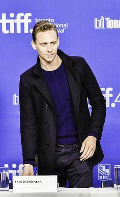Hiddleston attends the 'High-Rise' press conference at the 2015 Toronto Thomas William Hiddleston, Tom Hiddleston Loki, Hot British Men, James Mcavoy Michael Fassbender, Daddy Long, Charming Man, Andrew Scott, Cinema Movies, Martin Freeman