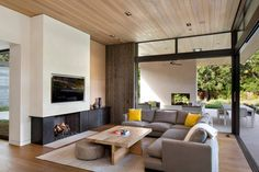 The Atherton Avenue Residence by Arcanum Architecture in Atherton, California is an enormous contemporary home surrounded by nature. California Apartment, California Homes, Atherton California, Northern California, Modern House Design, Modern Interior Design, Modern Decor, Architect House, Interior Exterior