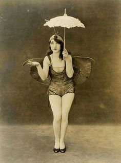 flapper pin- up girl! So lovely Photo Vintage, Vintage Love, Vintage Beauty, Retro Vintage, Vintage Fashion, Fashion 1920s, Vintage Style, 1920s Photos, Vintage Photographs