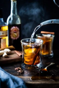 Maple Ginger Hot Toddy- a natural warming cold remedy- made with whiskey, hot water, muddled ginger, maple or honey, whole spices and a sque. Fall Cocktails, Winter Drinks, Holiday Drinks, Christmas Cocktails, Christmas Eve, Christmas Cookies, Hot Toddy, Hp Sauce, Whiskey Sour