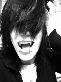 I wanna be him🖤🖤 Dude is hotttt even with fangs Cute Emo Guys, Hot Emo Boys, Emo Love, Emo Girls, Cute Boys, Punk Guys, Goth Guys, Emo People, Scene Guys