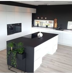 40 veces he visto estas grandes cocinas negras. Kitchen Flooring, Kitchen Dining, Kitchen Decor, Black And Grey Kitchen, Interior Design Presentation, Küchen Design, House Design, Modern Kitchen Design, Interiores Design