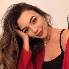 Discovered by cia. Find images and videos about merrell twins and vanessa merrell on We Heart It - the app to get lost in what you love. Merrill Twins, Wengie Hair, Veronica And Vanessa, Veronica Merrell, Vanessa Merrell, Famous Youtubers, Selfie Poses, Poses For Photos, Tumblr Girls