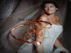 Bracciale rigido realizzato con filo in rame intrecciato e perla in avorio.  #wire #bracciale #handmade #rame