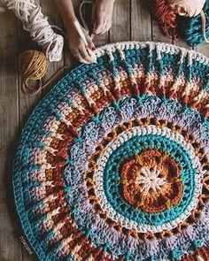 WEBSTA @ susimiu - Hay veces en las que, mientras tejo este Mandala, no puedo evitar quedarme hipnotizada mirando su gran entramado …