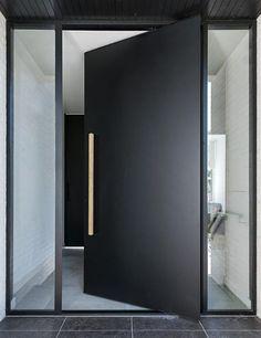 Modern Entrance Door, Modern Front Door, Front Door Entrance, Front Entrances, House Entrance, Entry Doors, Modern Entryway, Black Front Doors, Door Entryway
