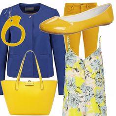 Allegria di colore anche negli ultimi giorni d'estate. I pantaloni skinny gialli sono proposti con un top fantasia e una giacchina blu elettrico. Sempre gialli gli accessori: le ballerine lucide, la borsa e l'orecchino.