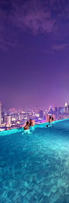 Awesome infinity pool landscape of the Marina Bay Sands Resort in Singapore (Malaysia)