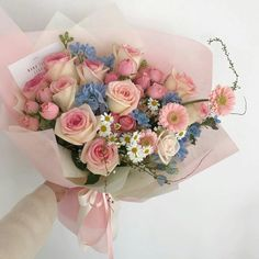 Boquette Flowers, How To Wrap Flowers, Beautiful Bouquet Of Flowers, Luxury Flowers, Bunch Of Flowers, Amazing Flowers, My Flower, Planting Flowers, Beautiful Flowers