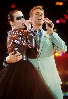 David Bowie & Annie Lennox performing Under Pressure at the Freddie Mercury tribute concert, April 20th 1992