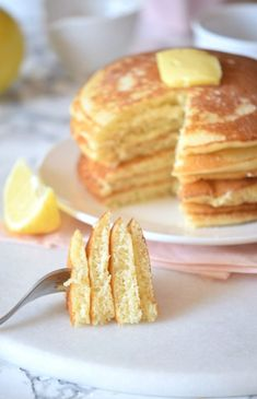 This easy lemon pancake recipe is everything youll want to eat. Seriously guys B. - This easy lemon pancake recipe is everything youll want to eat. Seriously guys BEST Lemon Pancake R - Freeze Pancakes, Lemon Pancakes, Pancakes Easy, Pancakes And Waffles, Souffle Pancakes, Homemade Pancakes, Passionfruit Recipes, Clean Eating Snacks, Pancake